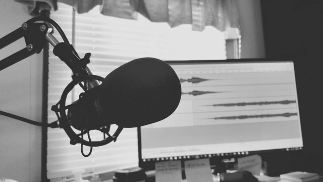 Podcast mic & computer monitor ( Photo by Tommy Lopez from Pexels)